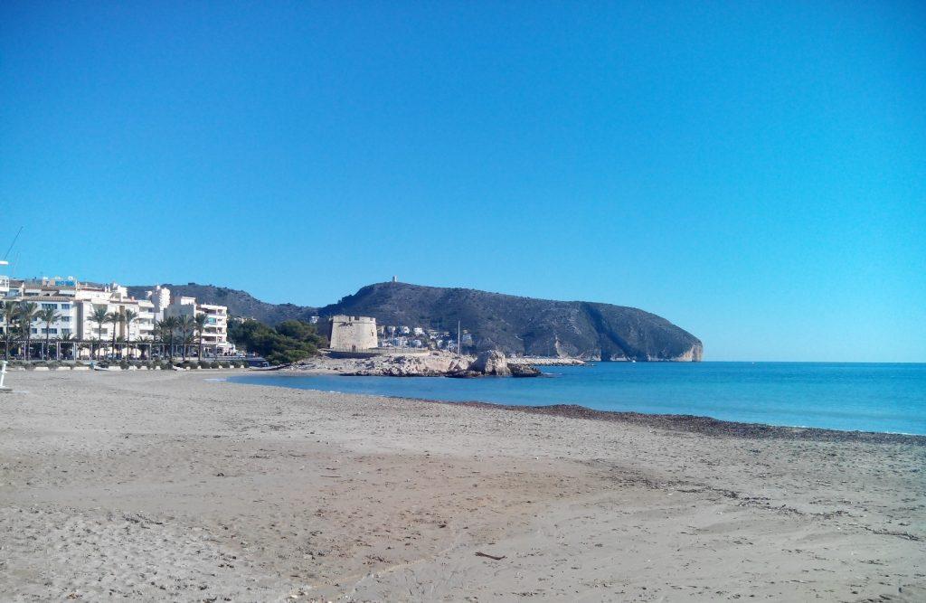 playa ampolla vivir moraira idea genial
